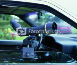 Monoklio montuotė automobilio langui