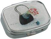 Dėžutė tabletėms su rankinės piešiniu 5,5x4,5 cm. SP849 PSB