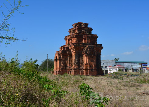 Hoa Lai cham tower
