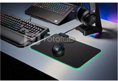 Razer Goliathus Chroma Extended - Soft Gaming Mouse Mat with Chroma