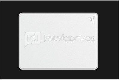 Razer Invicta Mercury Edition, Dual surface hard mouse mat