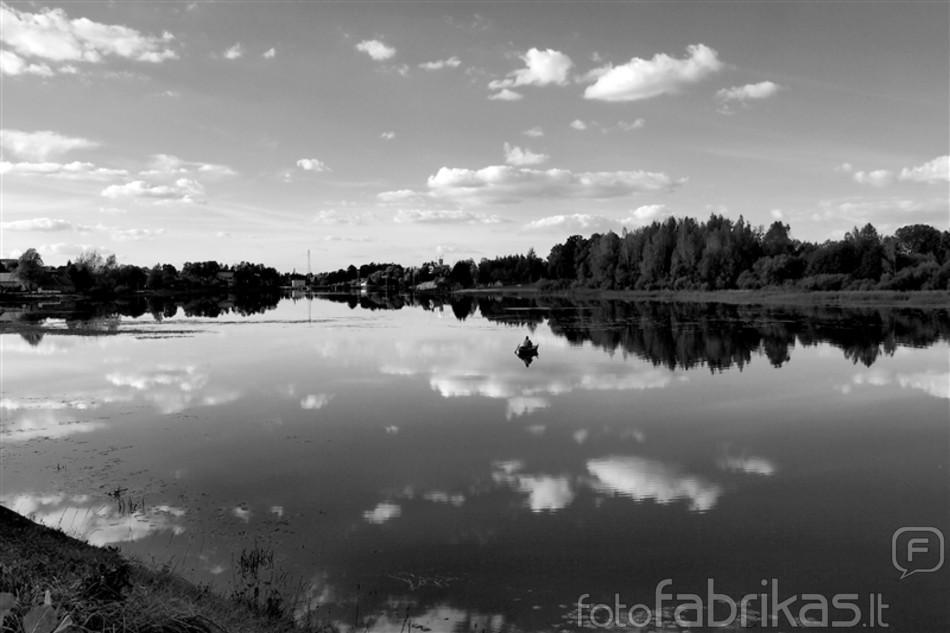 Upė ir žvejys